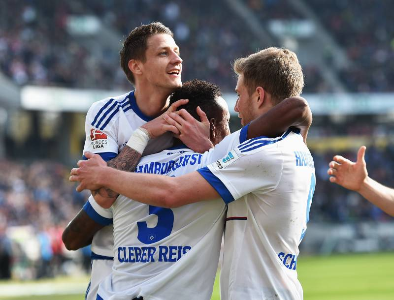 HANOVER, GERMANY - APRIL 02:  Cleber Reis of Hamburg celebrates scoring his goal during the Bundesliga match between Hannover 96 and Hamburger SV at HDI-Arena on April 2, 2016 in Hanover, Germany.  (Photo by Stuart Franklin/Bongarts/Getty Images)